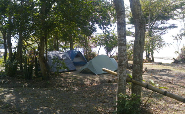 Camping en playa escondida